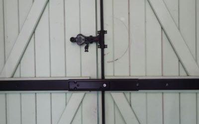 Securiser ses volets la barre coulissante à verrouillage par clé